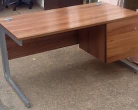 Walnut Straight Desk (1400mm x 800mm)