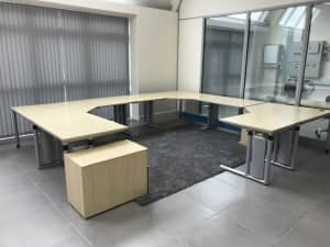 9 Piece Maple Modular Desking Suite including Pedestal