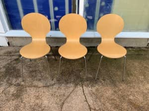 BEECH ROUND BACK WOODEN STACKING CHAIRS WITH CHROME LEGS – £10 + VAT EACH – QUANTITY AVAILABLE